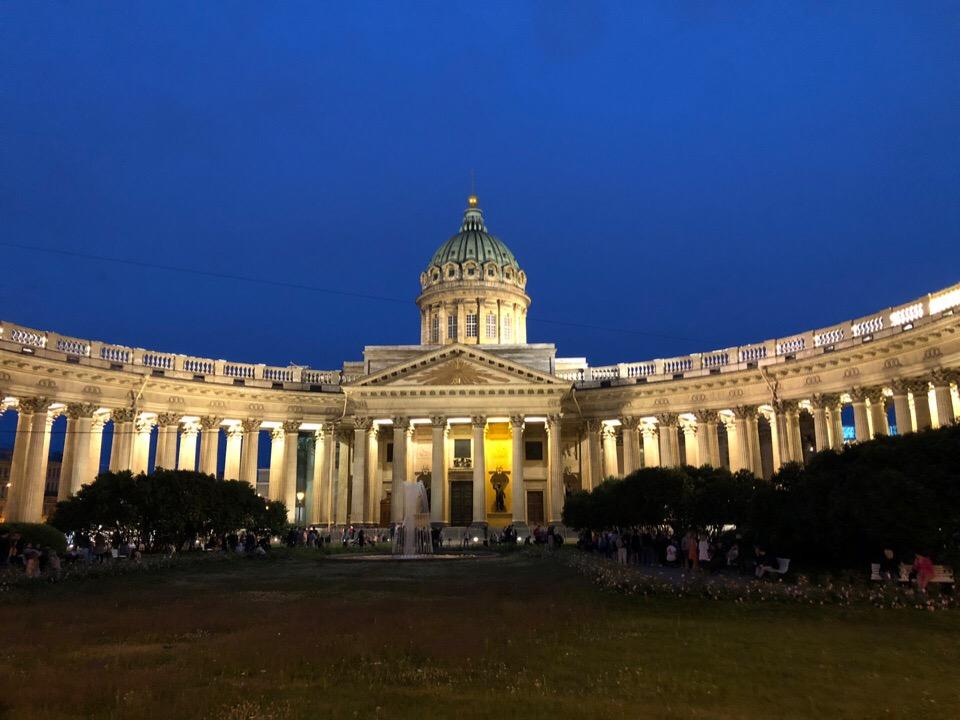 Невский проспект и Казанский собор ночного Петербурга