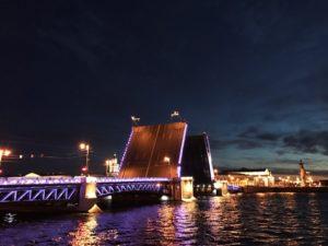 ТОП-7 романических мест для зимних свиданий в Петербурге