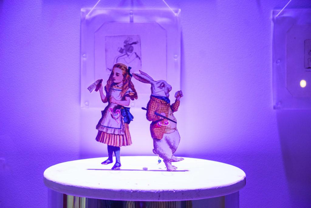 Победить Бармаглота - выставка Алиса в стране чудес