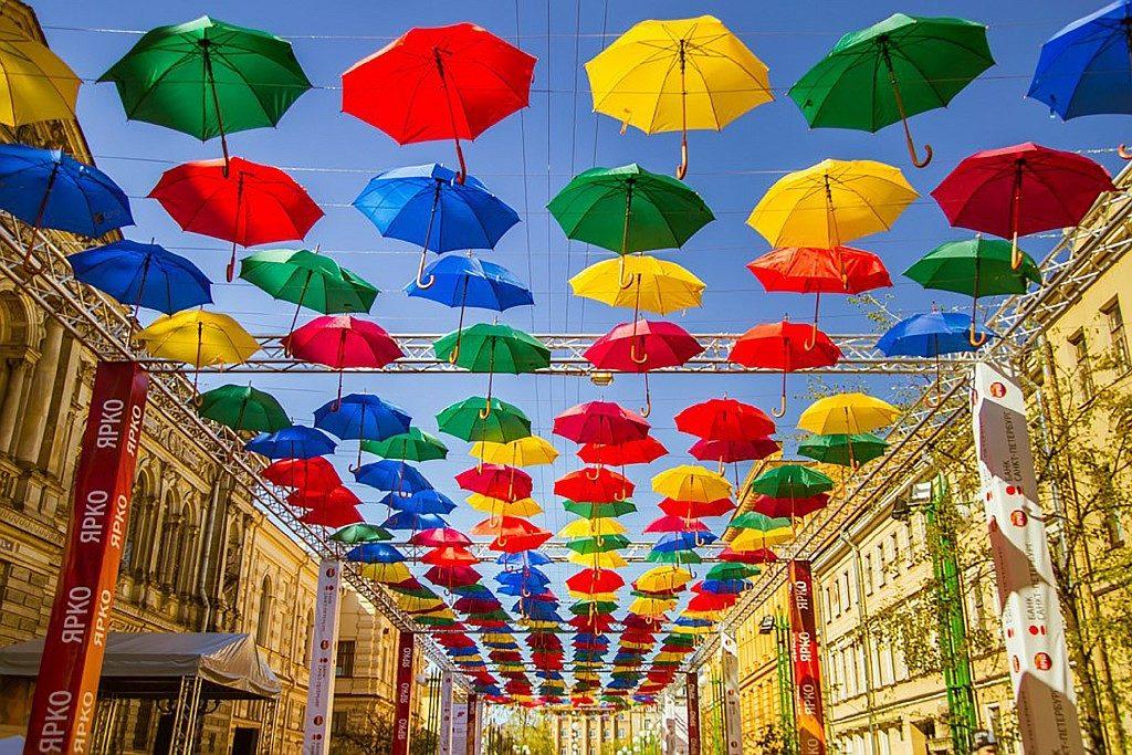 Аллея парящих зонтиков 2018 в Петербурге