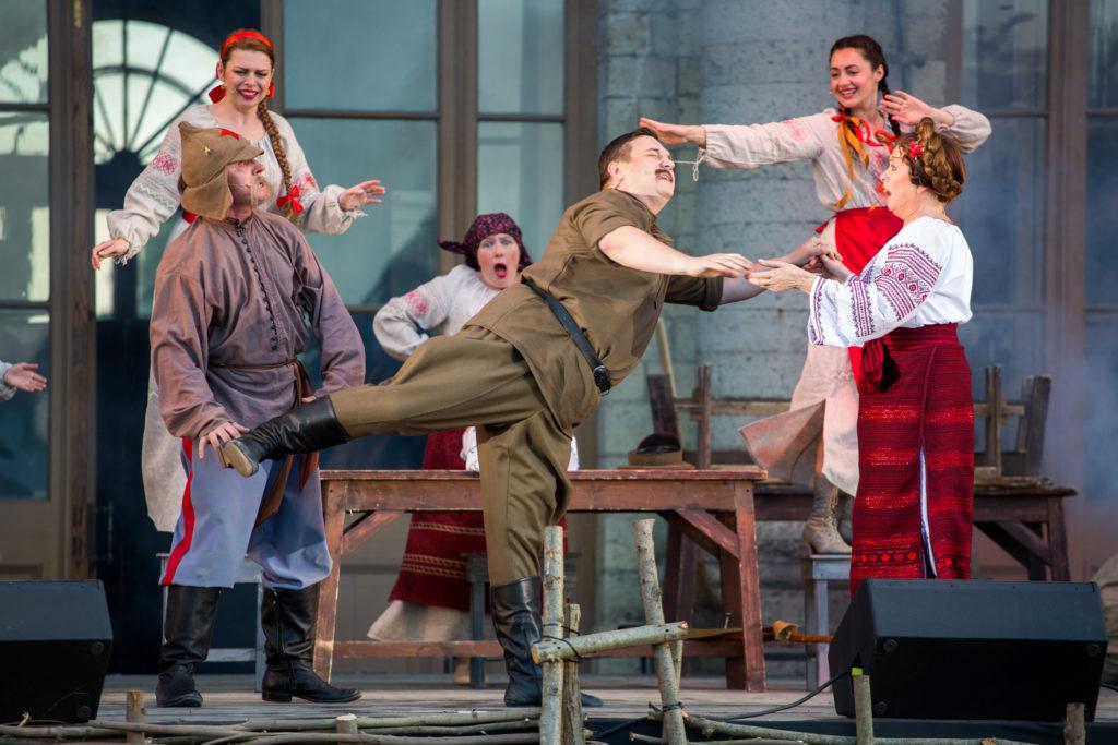 Театральный Петербург на книжных аллеях - выступление Театра музыкальной комедии