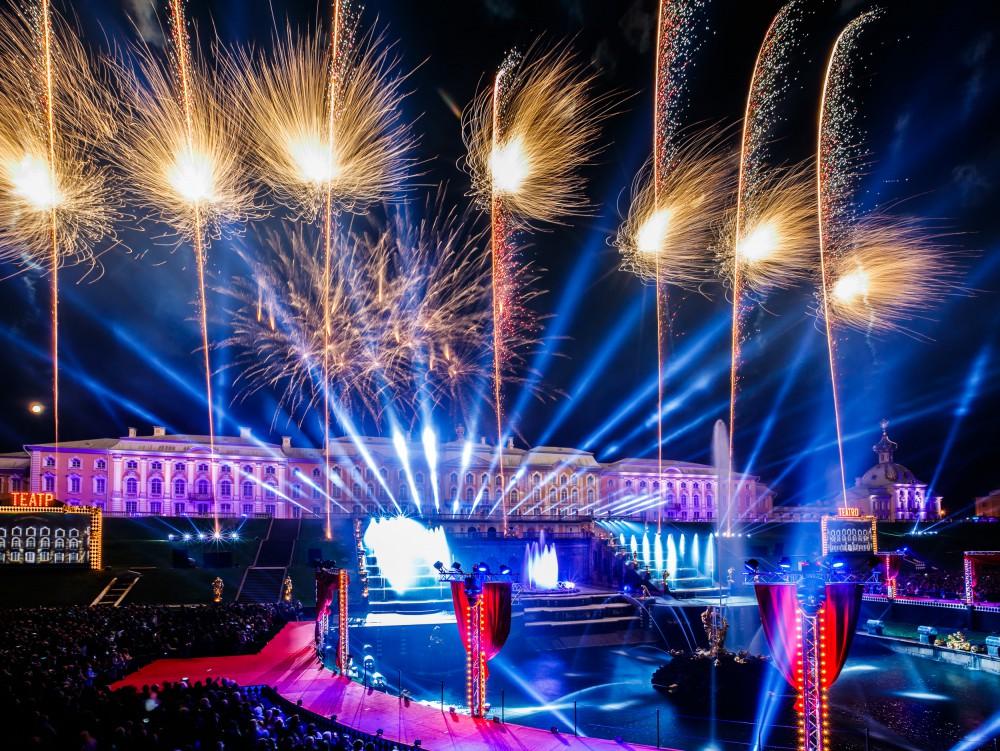 Праздник закрытия фонтанов в Петергофе 2019