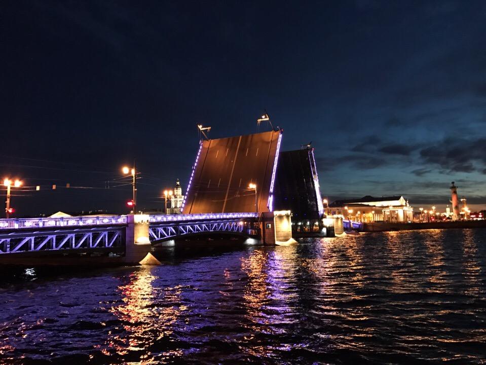 11 лучших мест для ночной прогулки по Петербургу