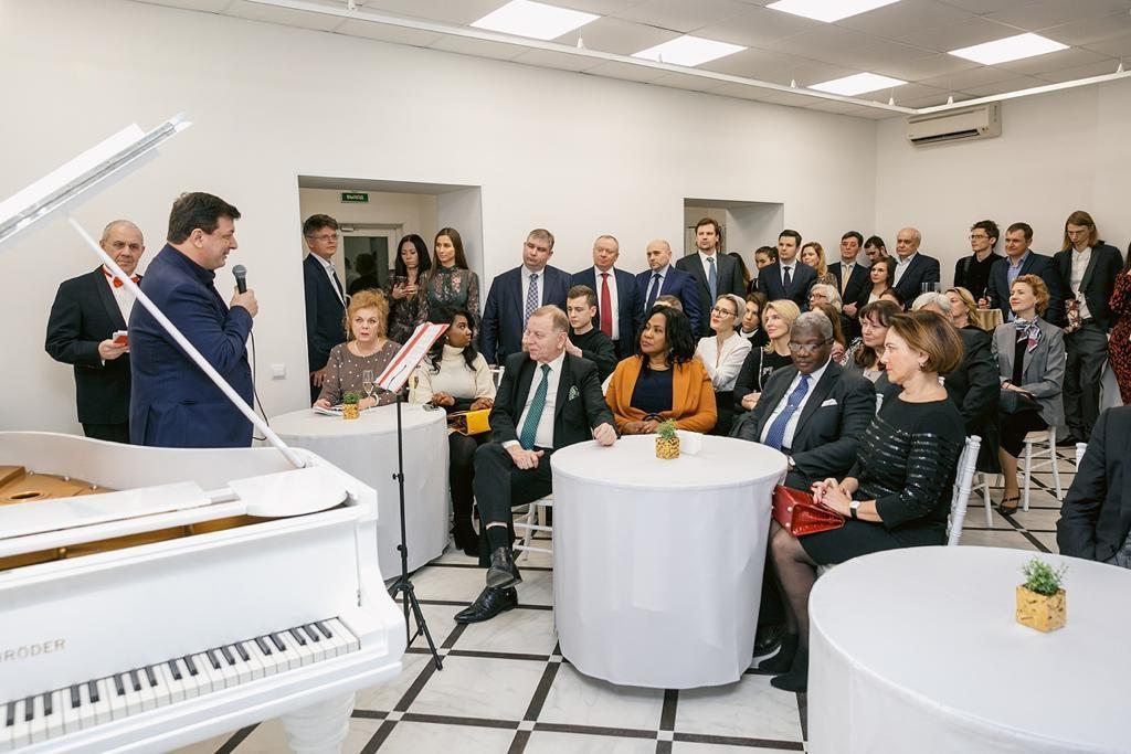 В Петербурге открыли 🎨 Международную академию искусств