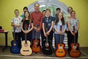 БЕСПЛАТНЫЕ уроки гитары в Петербурге